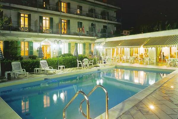 Hotel Paradiso - vista notturna
