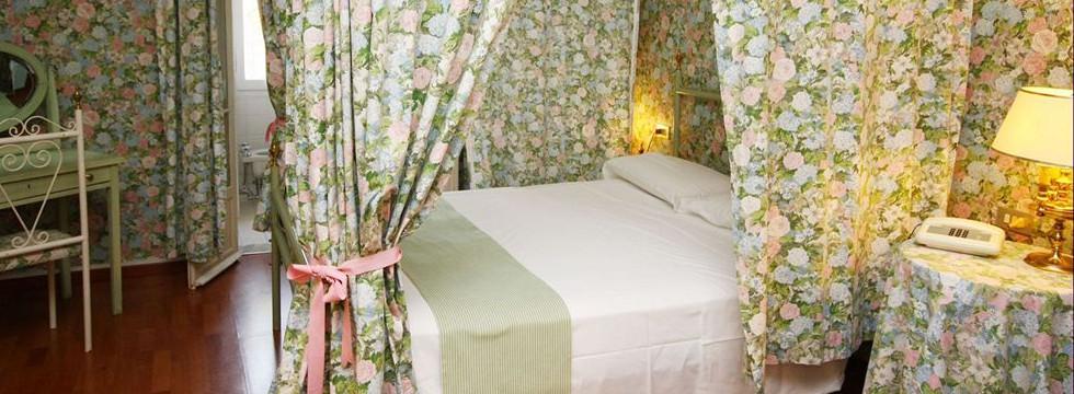 prenota online hotel eveline portosole a sanremo per soggiorno nella riviera dei fiori -charming hotels in Sanremo the Italian Riviera